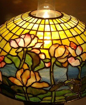 In the Style of Tiffany - Water Lily Table Lamp